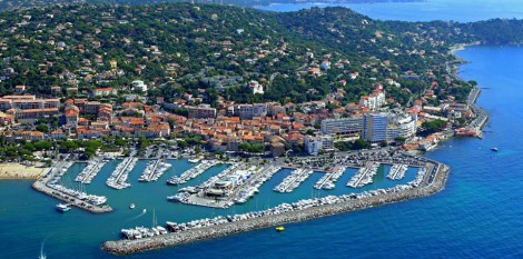 The 18m x 4.8m berth is in the beautiful and quiet marina of Sainte Maxime which has a lease which continues until December 2021