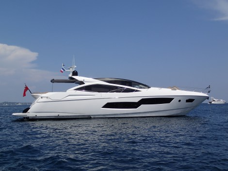 CARTE BLANCHE lying in the bay of Cannes