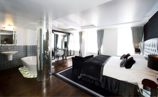 You can choose from 5 categorised rooms: Crash Pad, Superior, Deluxe Double, Junior Suite, Junior Deluxe Suite and AM Loft Suites. Every room has a bespoke and elegant style; 6 separate designs that are unique to the Sanctum Soho Hotel