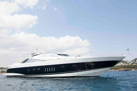 The Predator 95 is a true Sunseeker classic, made famous by her sleek, race-style lines.