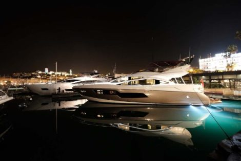 The Sunseeker 80 Sport Yacht on display during the Cannes Collection Show / Le Sunseeker Sport Yacht 80 exposé lors du Cannes Collection Show