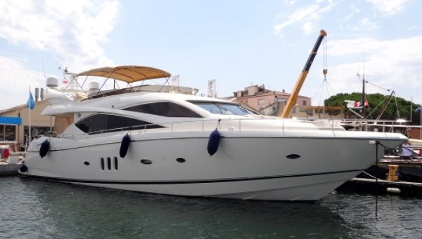 SOLD: Sunseeker Poole celebrate more success by selling another Sunseeker into Lymington Yacht Haven