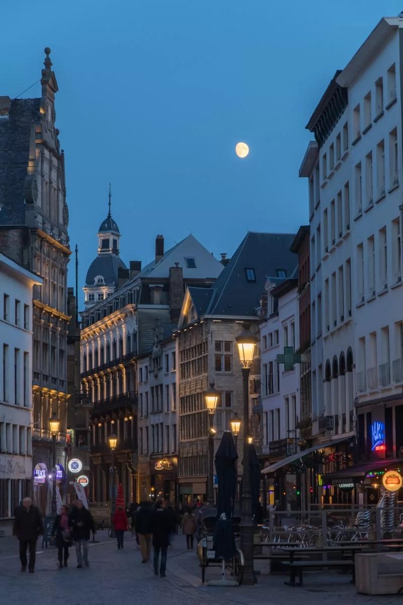 streets_at_night