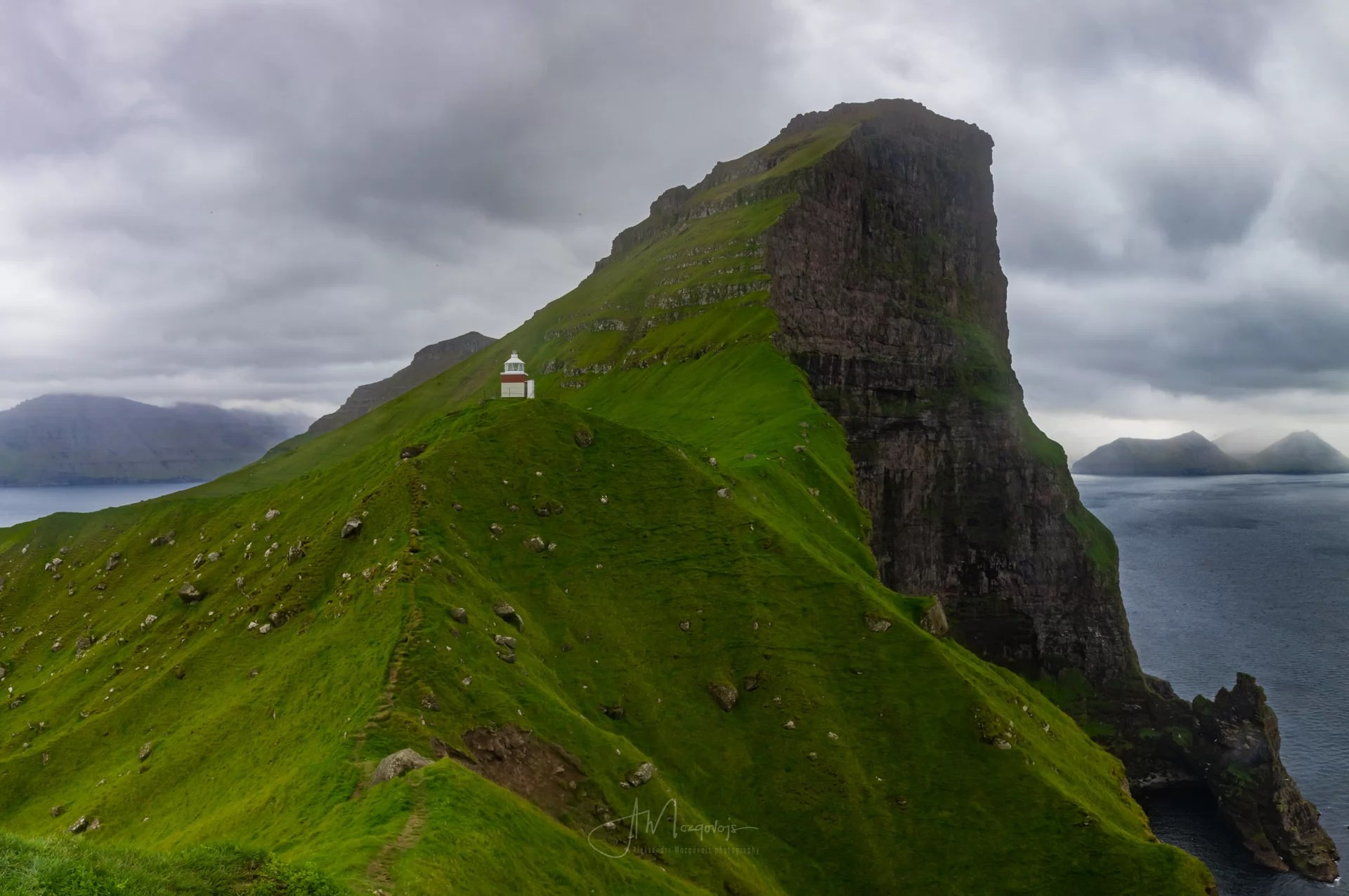Classical view of the Kallur lighthouse from the western ridge
