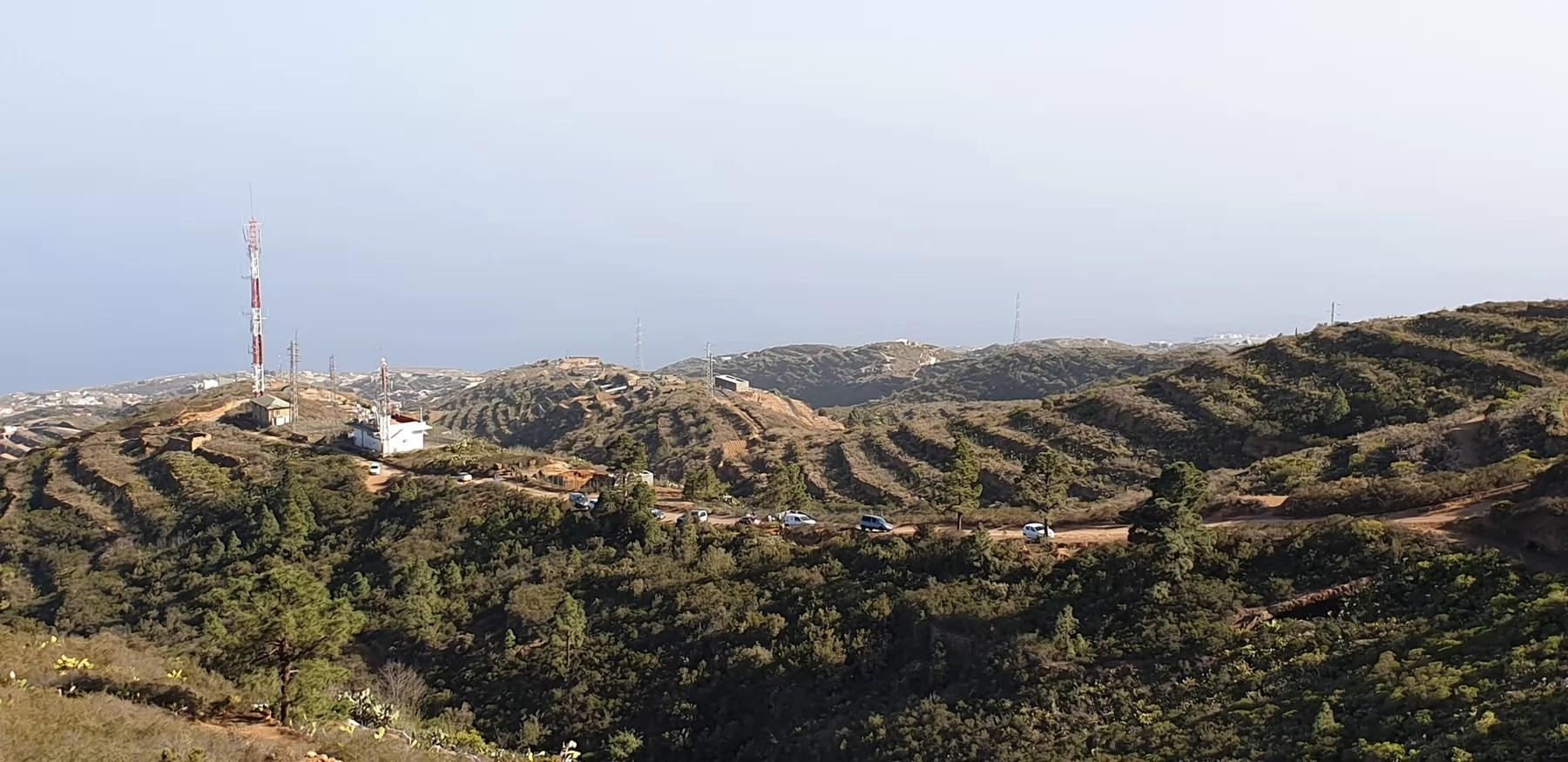 Вид на южную парковку с вершины холма