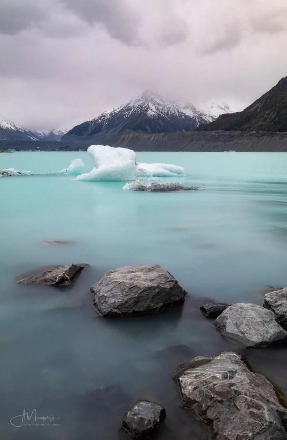 Валуны и айсберги озера Тасман