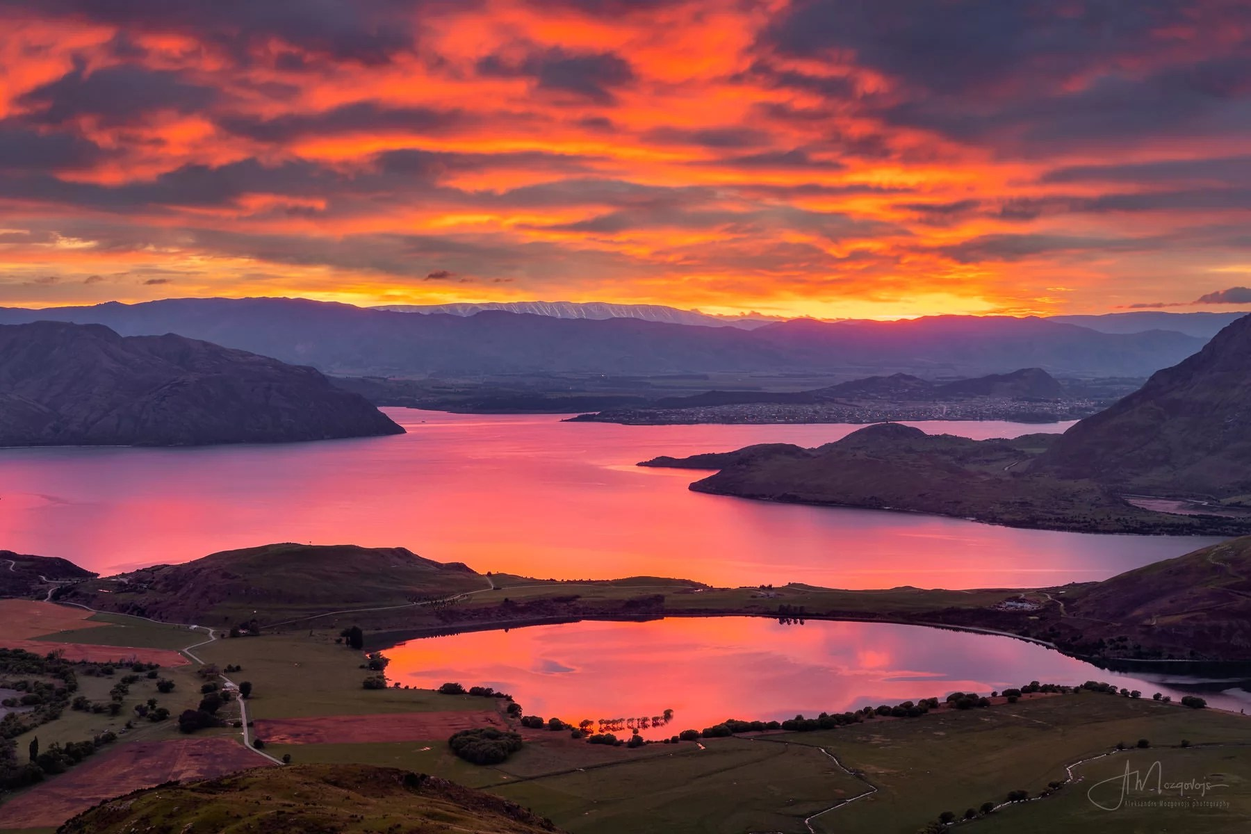Fire sunrise over the Wanaka Lake