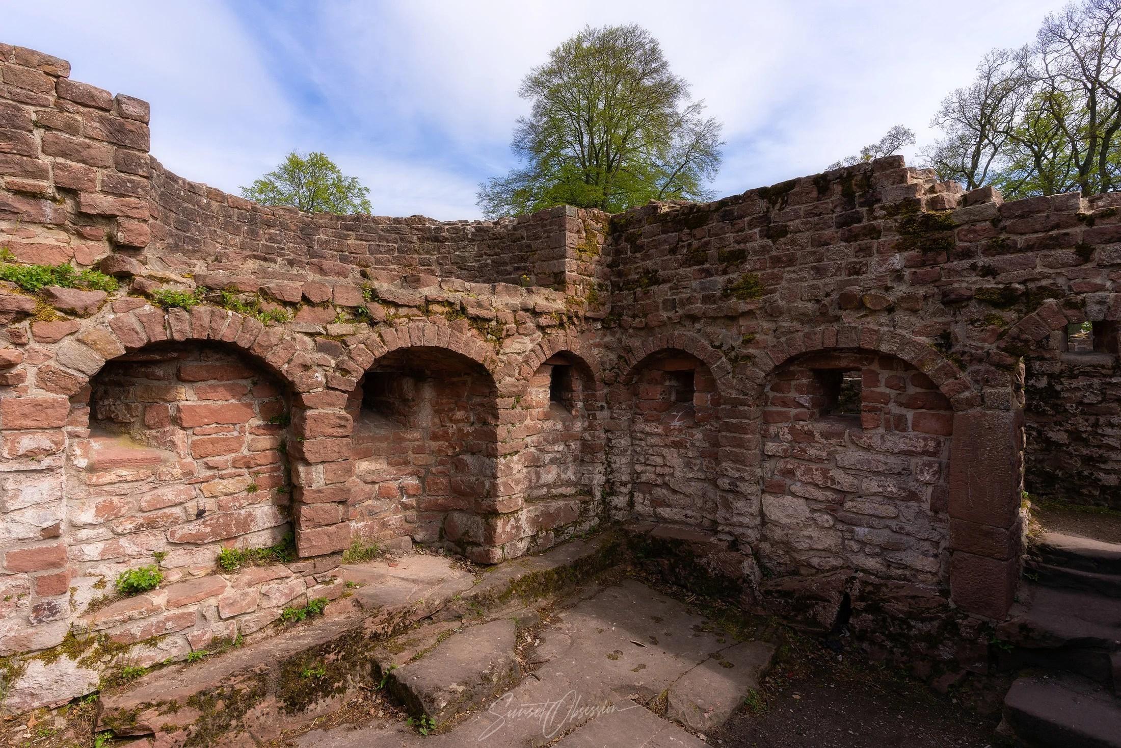 Стены монастыря Св. Михаила немало могут рассказать об истории холма Хайлигенберг