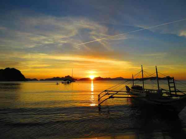 sunset on el nido beach where we started our travel blog (1)