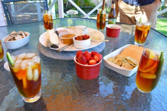 Mooloolaba lunch - Pimms, cheese and strawberries