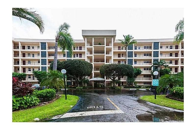 palm aire is a great place to live and vacation it is the largest condominium complex in the city of pompano beach there are a mix of highrise and garden - Palm Aire Garden