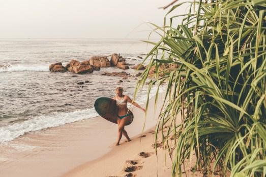 Surf coach Jen at Sunshinestories