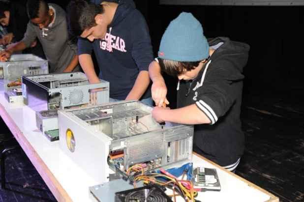 טכנאי מחשבים לילדים ובני נוער