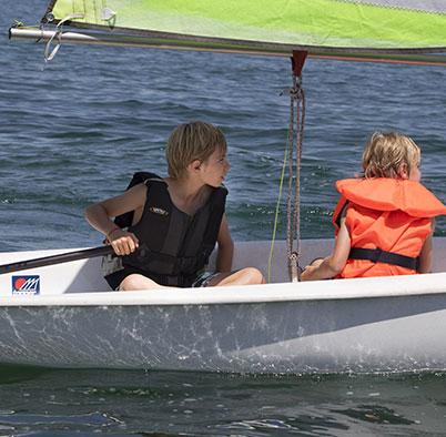 SUMMER GARDEN MOMENTS AT LA RÉSERVE GENÈVE children sailing