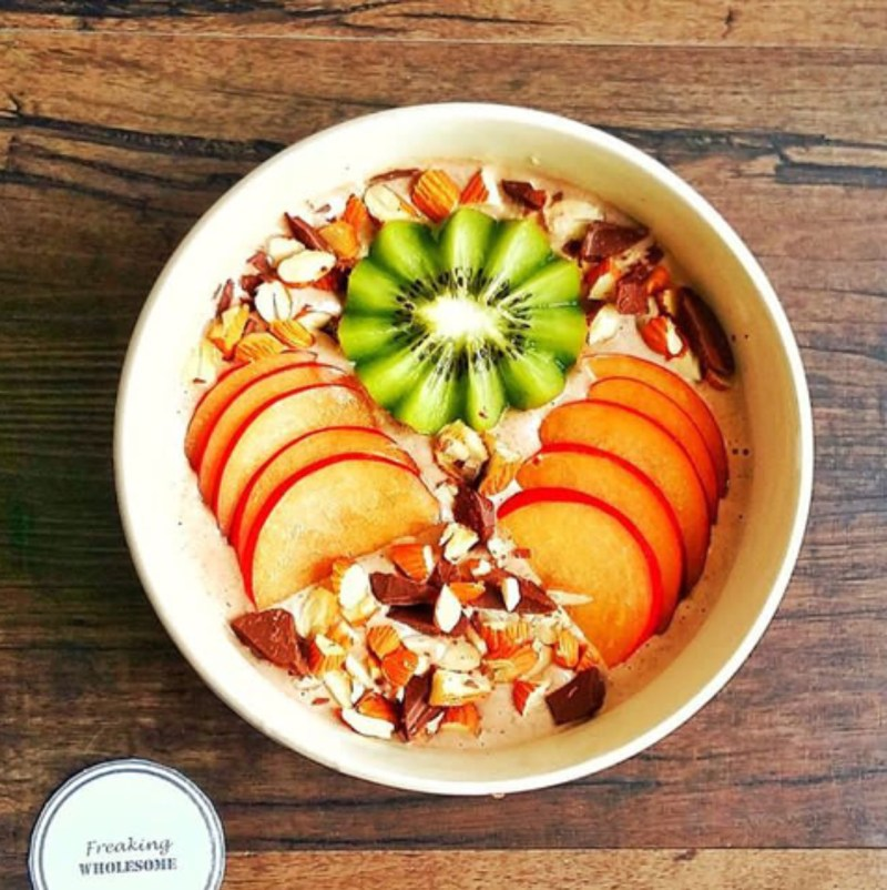 CINNAMON ALMOND BUTTER OVERNIGHT BUCKWHEAT BOWL with fruits