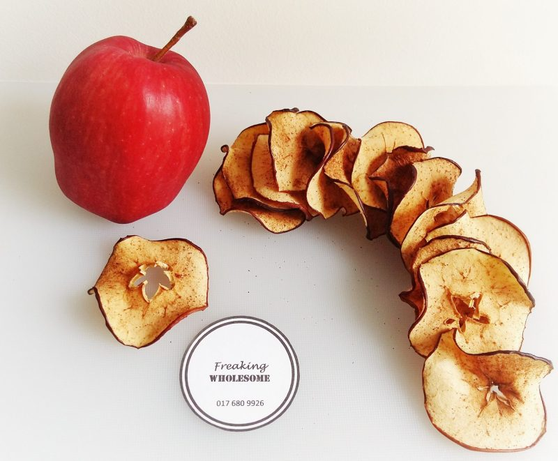 BAKED PUMPKIN-SPICED APPLE CRISPS dried apples