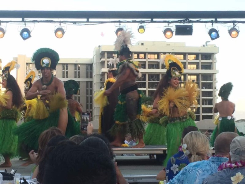 Discover the Paradise Island of Hawaii and what to see and do in Honolulu hula dancers