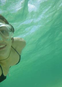 Tegan taking an underwater selfie with a snorkel mask on