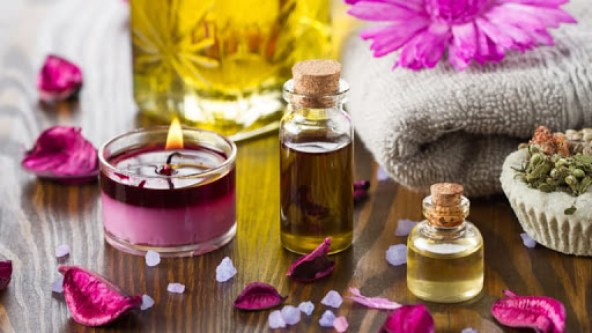 aromoterapie, uleiuri esentiale, lumanari parfumate, lumanare mov,