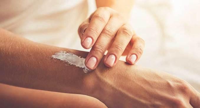 Stretch Marks: Does Vaseline Work on Stretch Marks?