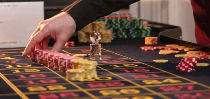 How old do you have to be to gamble in Vegas? What to do as a minor.