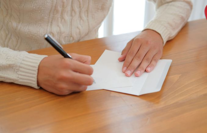 How to Sign a Sympathy Card for Different Occassions with Examples