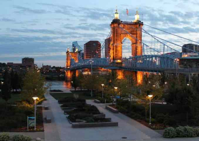 17 Best Places and Romantic Things to Do in Cincinnati for Couples