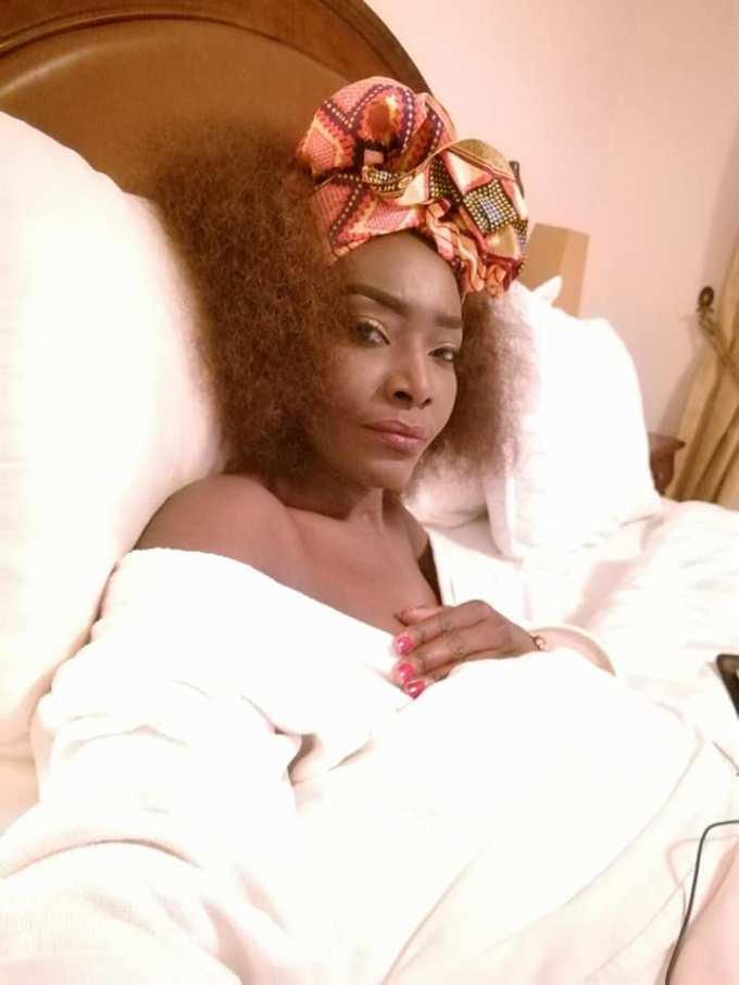imageproxy-7 Toute seule dans son lit : ces images qui montrent que Coumba Gawlo vit bien son célibat !
