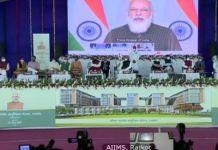 આખા વિશ્વનું સૌથી મોટું ટીકાકરણ અભિયાન ચલાવવાની તૈયારીઓ શરૂ થઈ ગઈ છે. ગુજરાત પણ કોરોના સામે બાથ ભીડવા માટે વેક્સીનની તૈયારીને લઈને સારી સ્થિતિમાં છે.