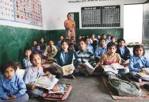 ગુજરાતમાં સરકારી પ્રાથમિક શાળાઓમાં 18 હજાર 537 ઓરડાઓની ઘટ છે, જોકે વર્ષ 2019-20માં માત્ર 994 ઓરડા બનાવવામાં આવ્યા છે.