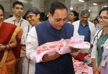 ગુજરાતની બેટી બચાવોની માત્ર વાતો થાય છે, પણ લોકો હજી પણ દીકરીઓનું મહત્વ સમજતા નથી.દેશમા આ મામલે ગુજરાત છેક 18 મા સ્થાને ધકેલાયું છે.