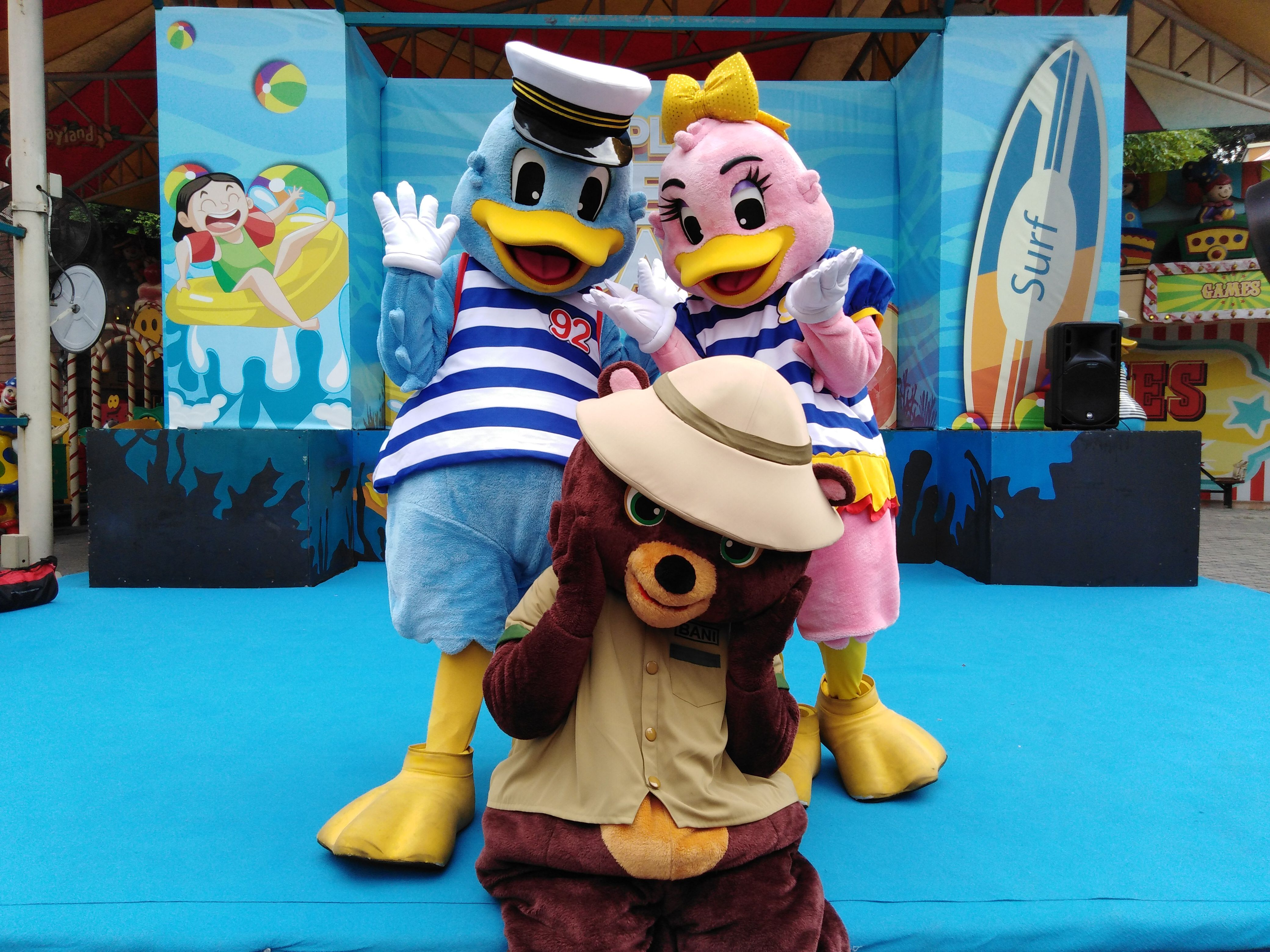 Snap a photo with Captain and Lady Quack with Bani only at Sunway Lagoon