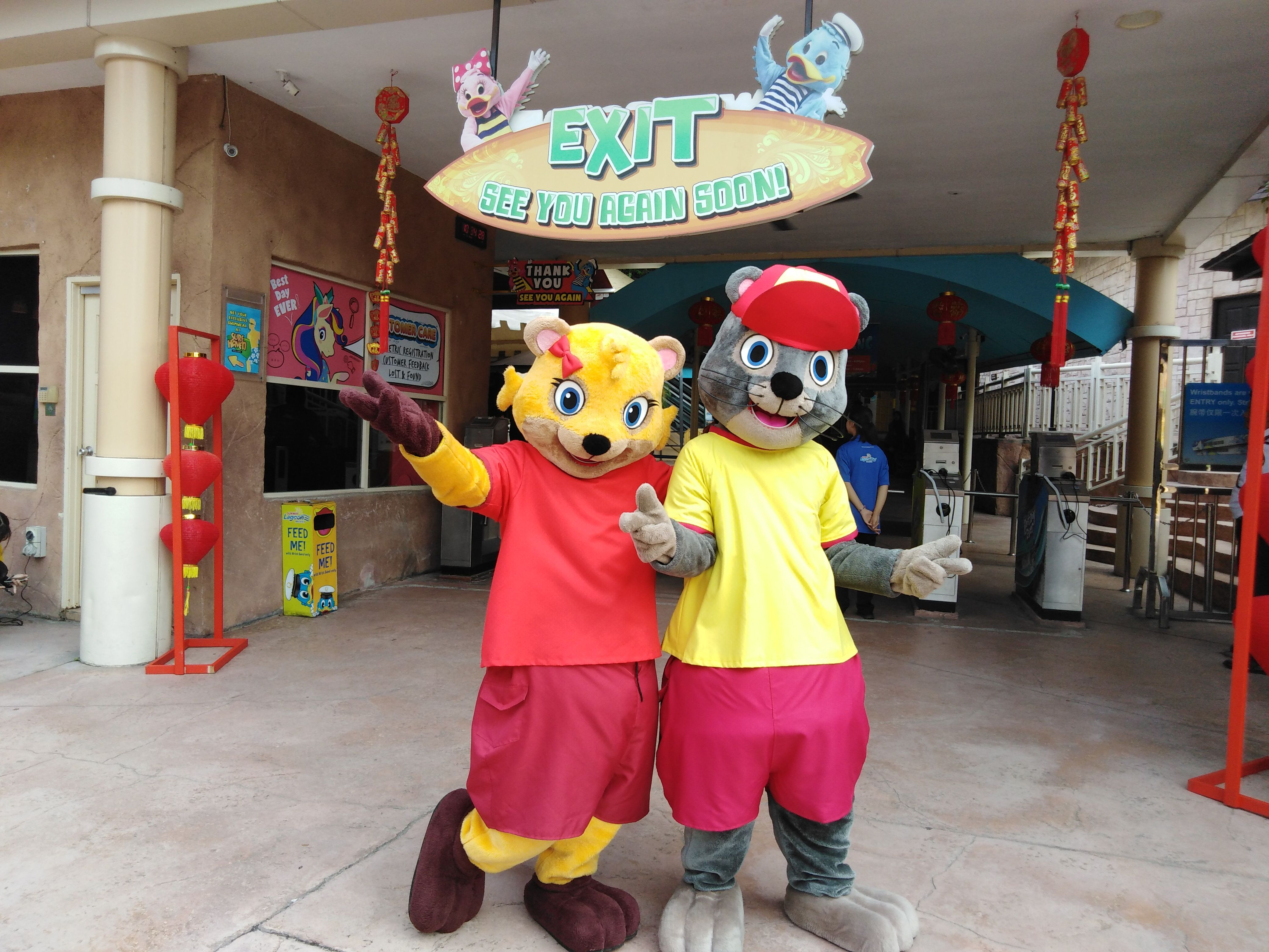 Say hello to Mimi & Mimo at our entrance