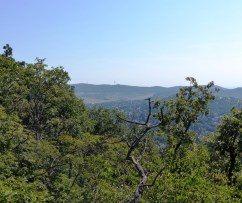 Hármashatár-hegy a Remete-hegyről
