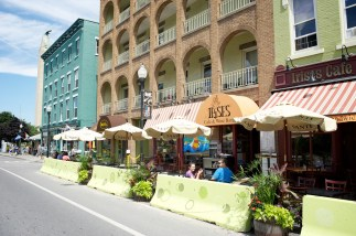 Irises, like other downtown eateries, offers outdoor seating when the weather is nice. In addition to its restaurant, Irises runs a gourmet bakery.