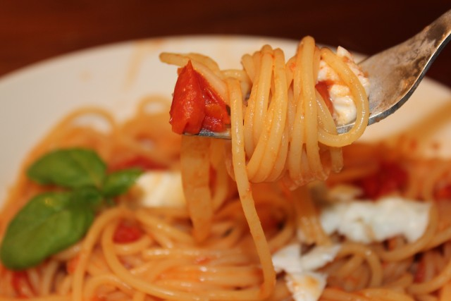 tomaattikastike paahdetuista tomaateista
