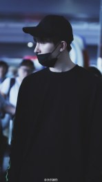 160829 Zhou Mi at Beijing Airport 8