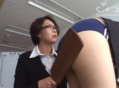 キレイな女教師がブルマ姿にされてお尻ペンペン