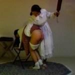 お嬢様のお仕置きはお尻を棒で叩くしつけする使用人