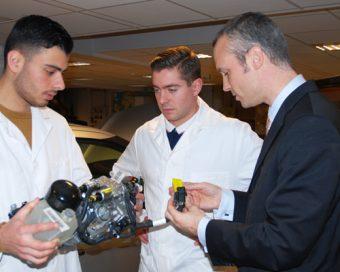 Ingénieur-en-mécatronique,-spécialité-ingénierie-des-process-d'assistance-aux-véhicules.