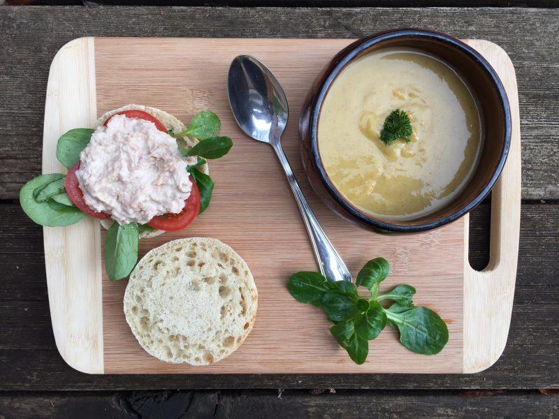 Soupe de légumes et son sandwich complet au thon