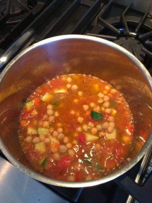 faire mitonner les légumes dans une grande casserole