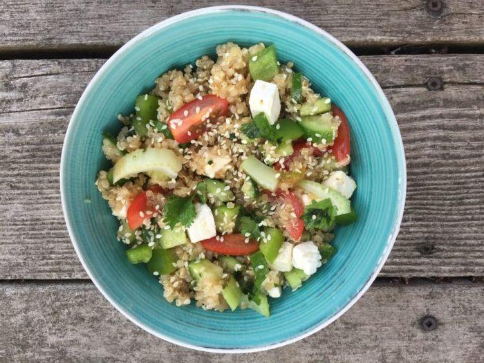 Salade de quinoa, céleri, concombre, poivron & feta
