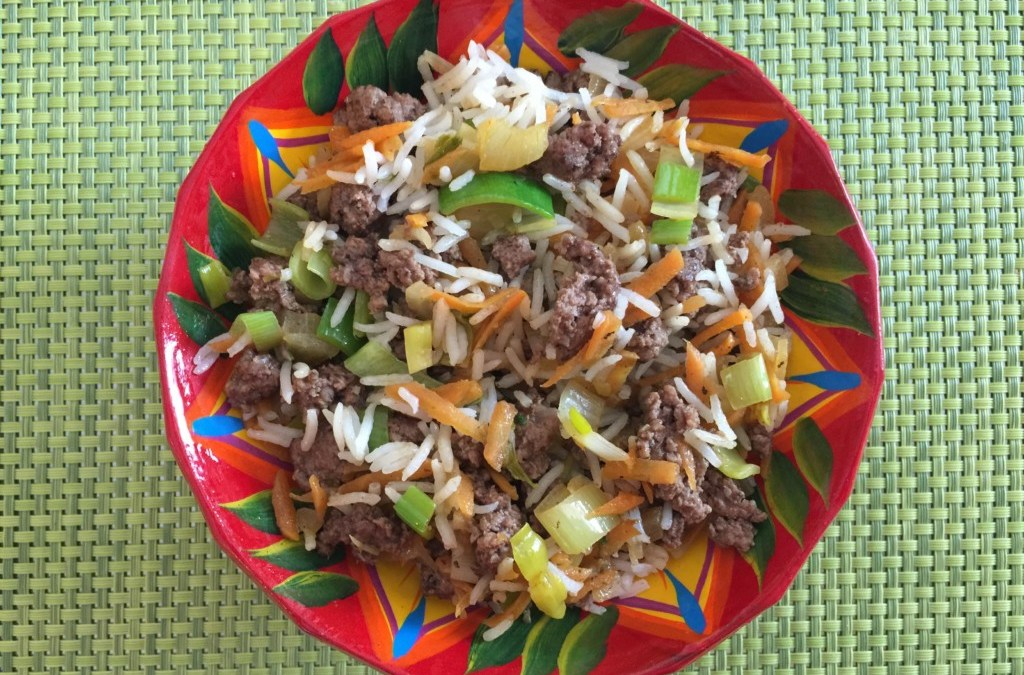 Riz aux poireaux, carottes et viande hachée
