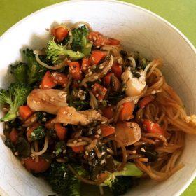 Vermicelles de riz au carottes, brocolis et sésame de Super Boîte à Lunch