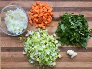Préparation des ingrédients pour la Soupe de Super Boîte à Lunch