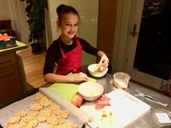 Loulou prépare les nuggets de poulet pour Super Boîte à Lunch
