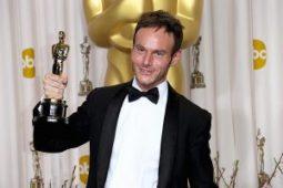 Chris Terrio (Argo) co-escribió el guión de la película junto a J.J. Abrams