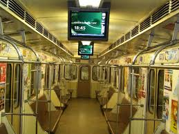 Реклама на ЖД-экранах метро