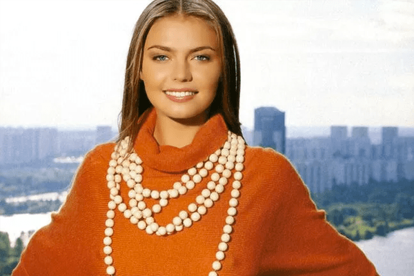 Top 5 World's most beautiful and hottest female politician
